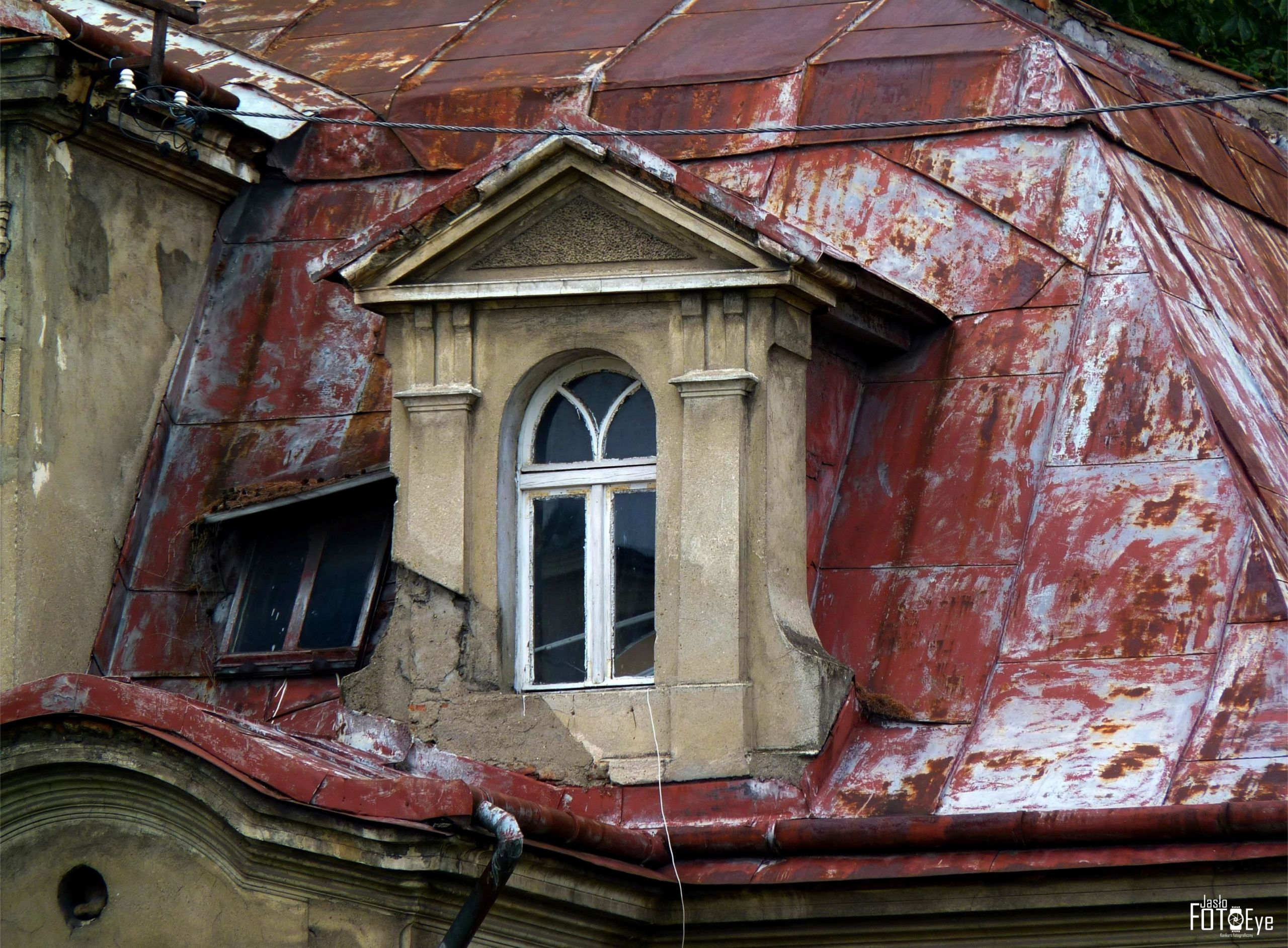 mansardowe okno willi przy ul. 3 maja w Jaśle