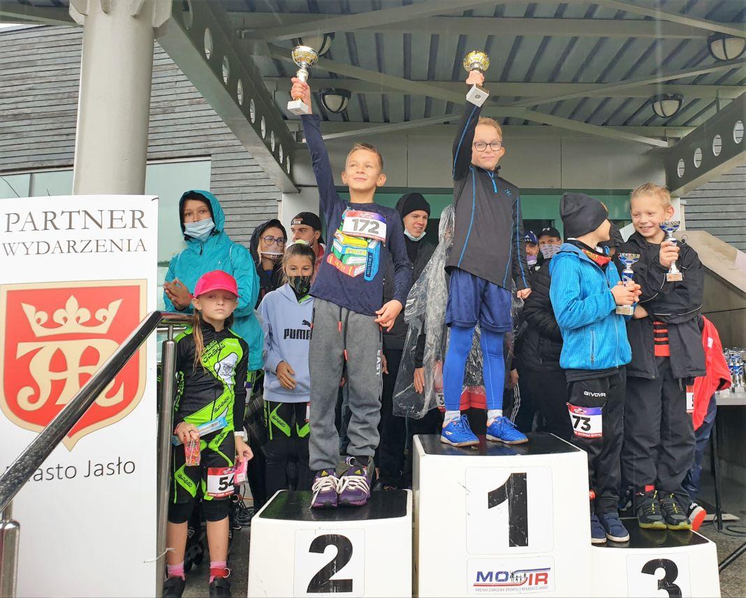 Zwycięzcy VIII RUN and ROLLSPEED Family Cup na podium