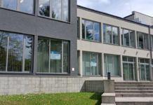 budynek Jasielskiego Domu Kultury przygotowany i oznakowany jako miejski punkt szczepień powszechnych