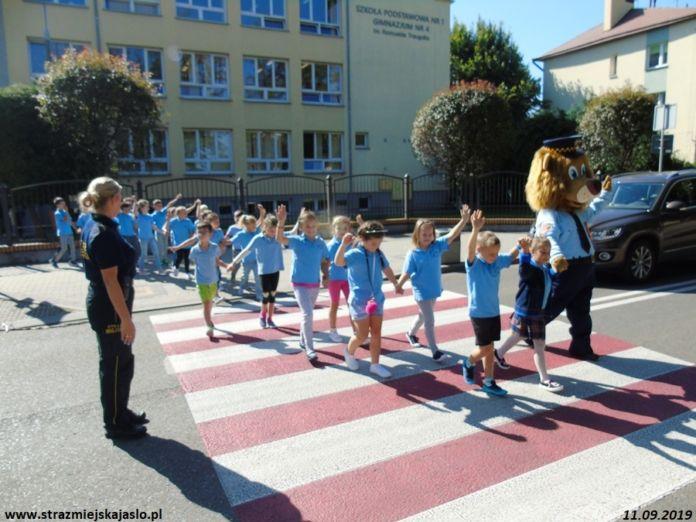 Bezpiecznie do szkoły z inspektorem Lwem